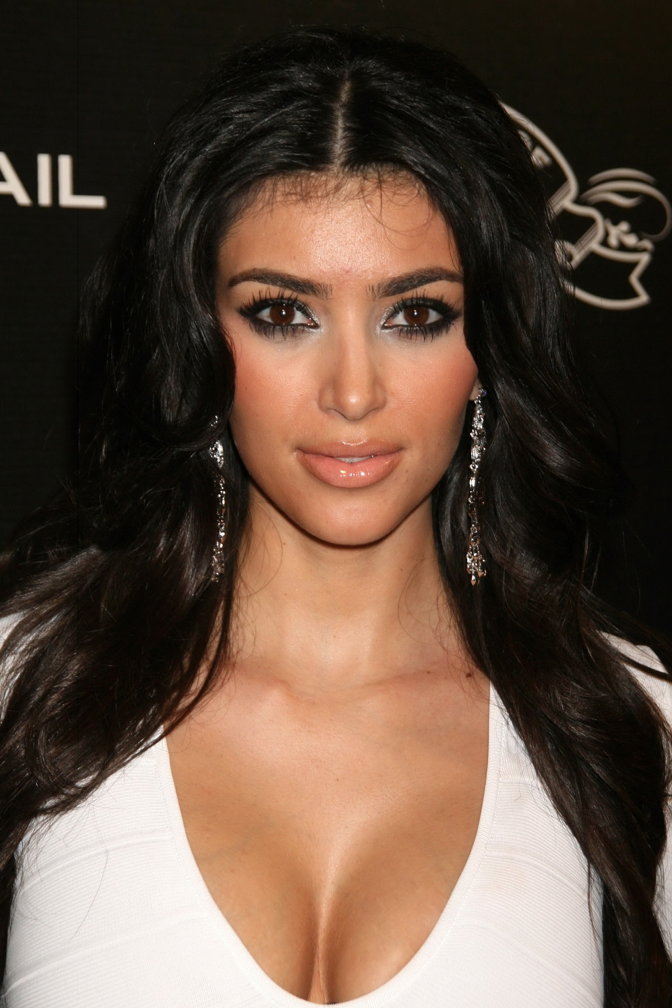 Kardashian And Boyfriend, Named 2013 Worst Celebrity Neighbours kim_kardashian-hot-sexy